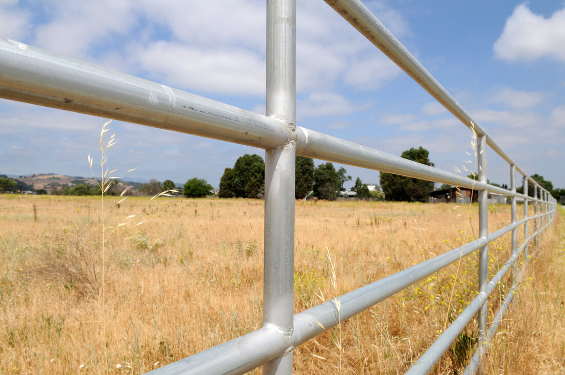 professional stockade fence services